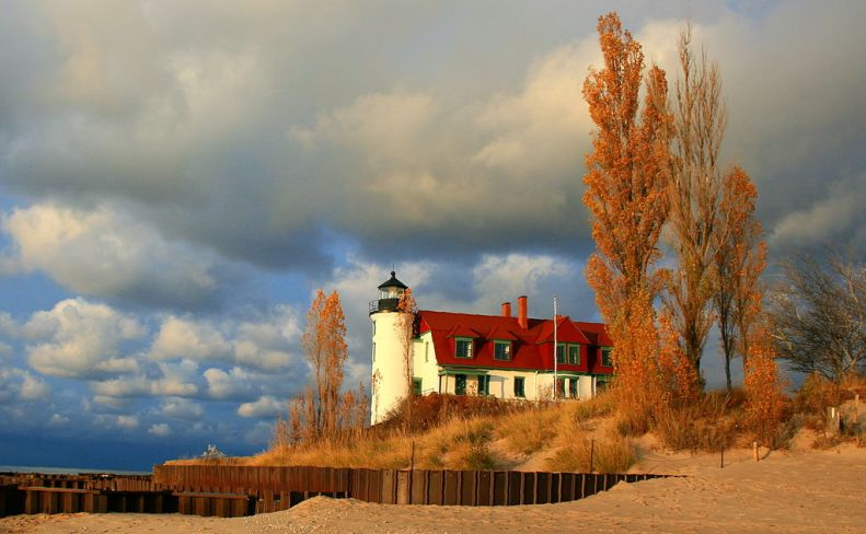 1024px-Pt_Betsie_lighthouse_Frankfort_Michigan