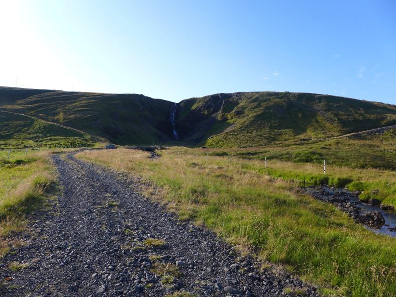 The gravel road to Kerlingarfoss