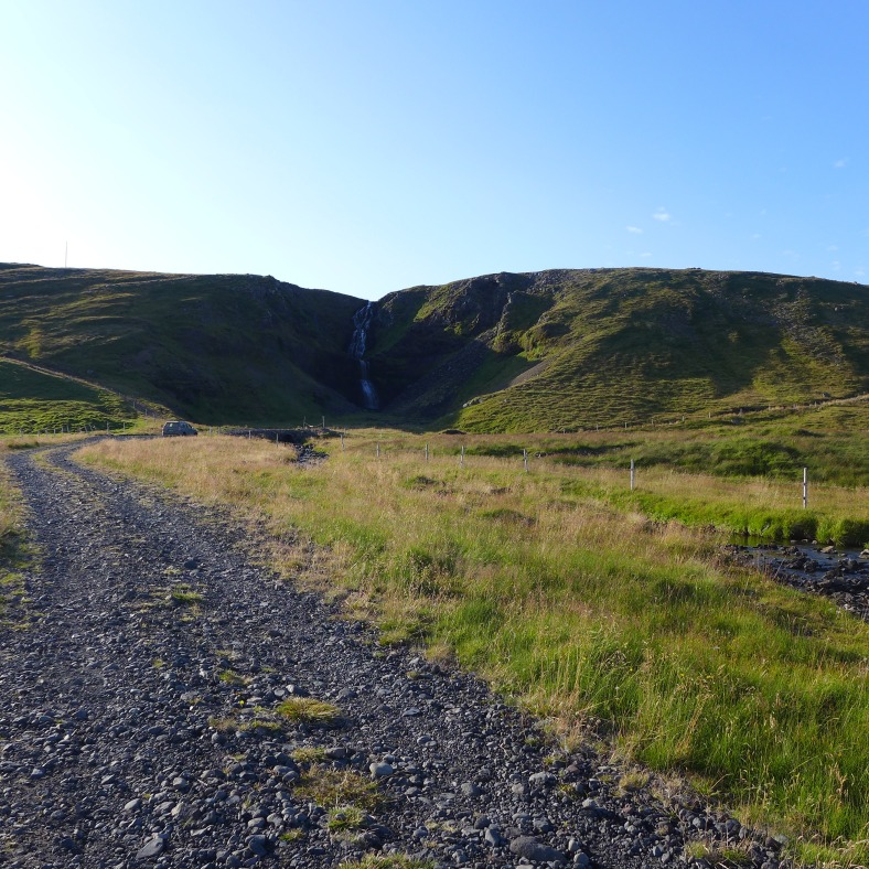 The gravel road to Kerlingarfoss