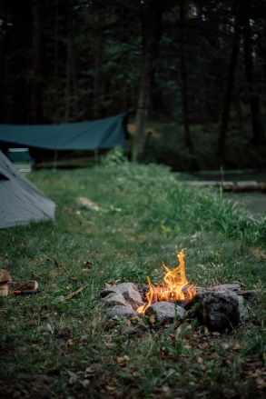 Campfire adn tent-min